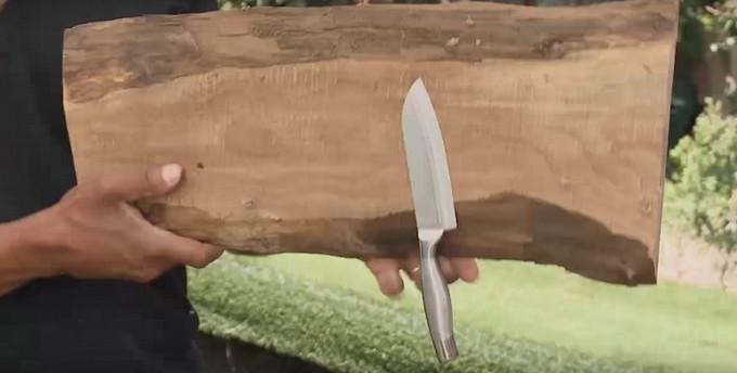 Она спрятала несколько магнитов внутри деревянной доски… Потрясающая вещь на кухню!