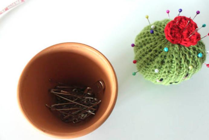 Очаровательный кактус! Забавная игольница для рукодельницы...