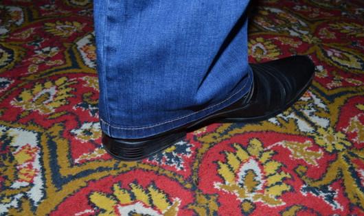 Подшиваем джинсы красиво - не обрезая и сохраняя строчку! Хитрый и простой способ , чтобы это не было заметно...