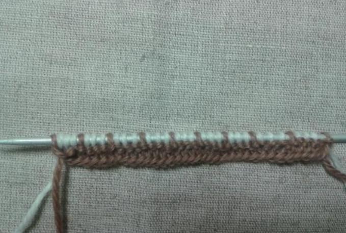 Ленивый узор: выглядит сложно, вяжется просто! Такой узор очень эффектно смотрится в изделиях...