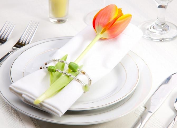 Хозяйка наклеила несколько полосок скотча на салатницу… Через 10 минут я была приятно удивлена!