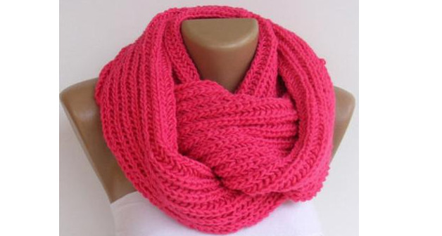 Уже который год не выходит из моды этот красивый и удобный шарф! Узоры для снуда спицами: схемы и описание...
