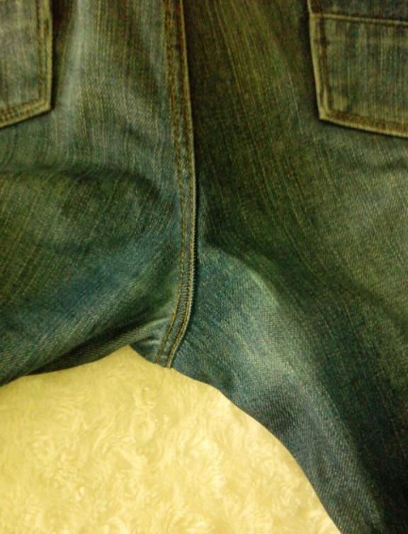 Как зашить дырку на джинсах между ног