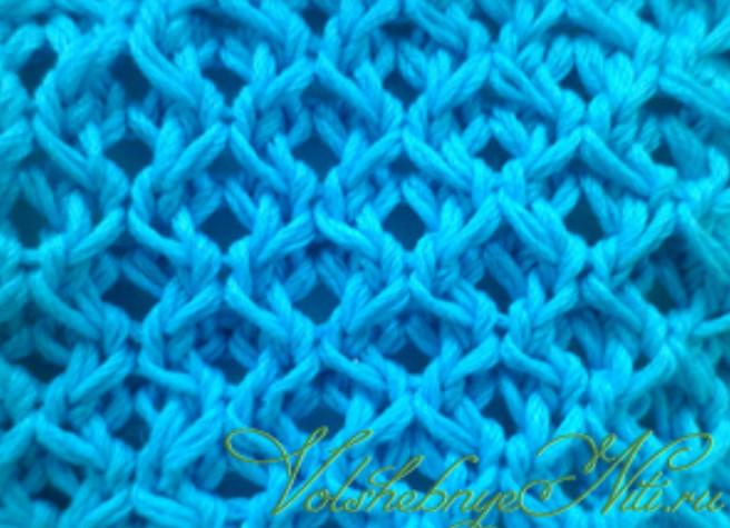 Чудесный плотный тканевый узор «Медовые соты»... Будет здорово смотреться на жакете или пуловере!