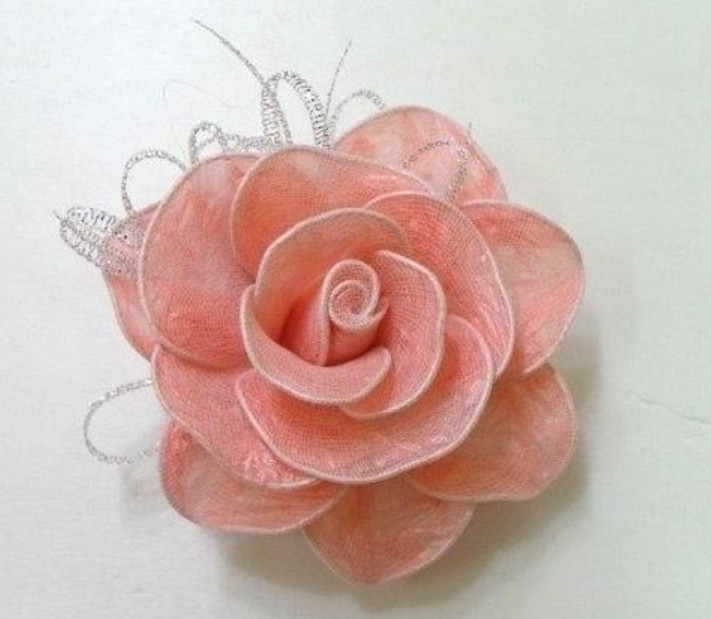 Как сделать розы из мусорных пакетов... Симпатичные цветочки своими руками!