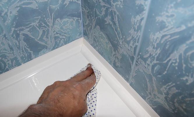 5 решений проблемы зазора между ванной и стеной... Актуальная проблема - как изолировать то, что изолированию не поддается?