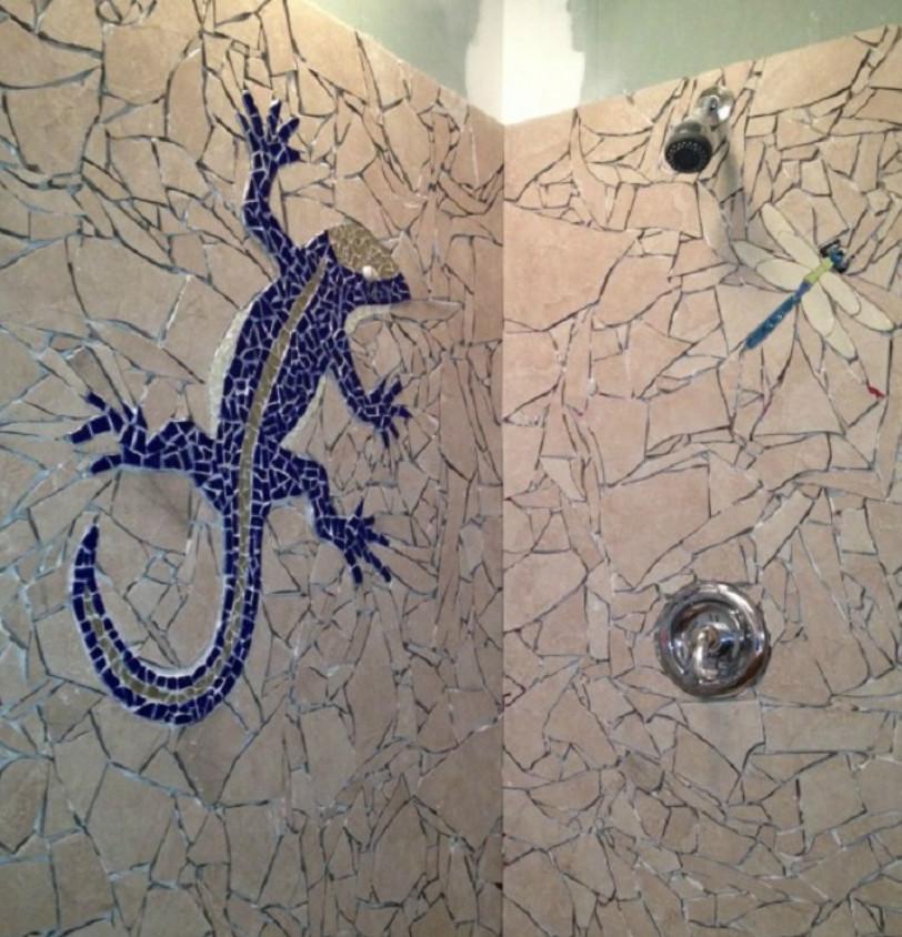 Парень склеивал осколки плитки в ванной… Когда он закончил, стало ясно — его усилия не напрасны!