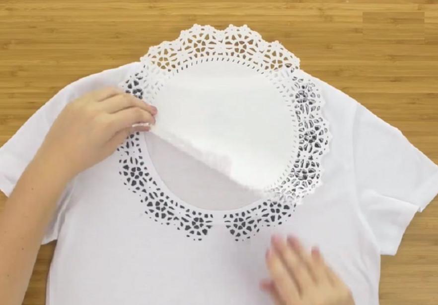 Преврати простую футболку в элегантную блузу с помощью этого простого трюка!