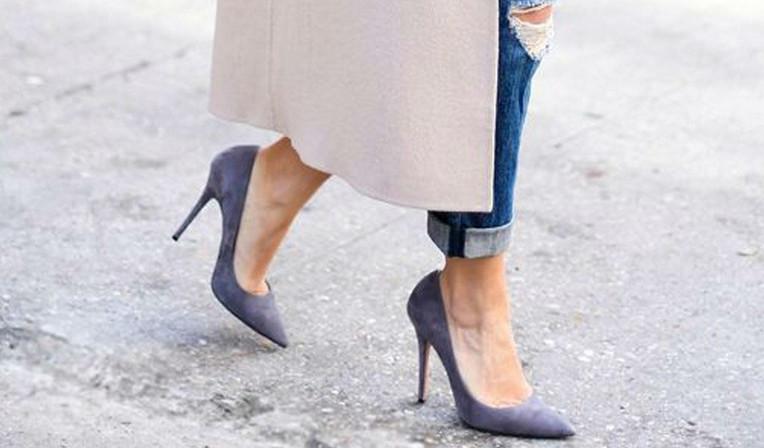 Есть трюк, чтобы носить каблуки весь день и без боли в ногах... Секрет топ-модели!
