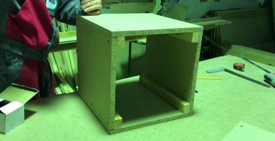 Делаем пуфик для прихожей самостоятельно... Пошаговая инструкция изготовления мягкого квадратного пуфа для тех, кто может и хочет почувствовать себя!