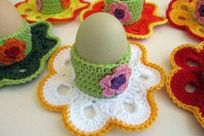 Вязаная подставка для пасхальных яиц!