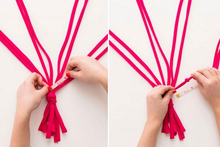 Понадобится 30 минут, чтобы связать яркие полоски из ткани... Когда ты завершишь работу, все обзавидуются!