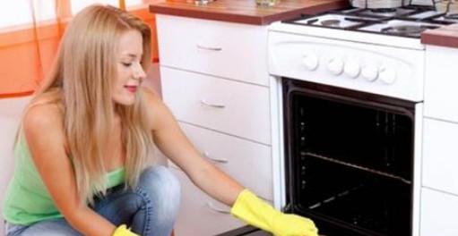 Как отмыть дверцу духовки, которая кажется безнадежной... Да, просто!