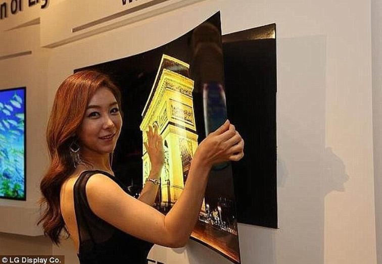 Samsung бросает вызов iPhone 8... Корейцы сделали первый гибкий складной смартфон!