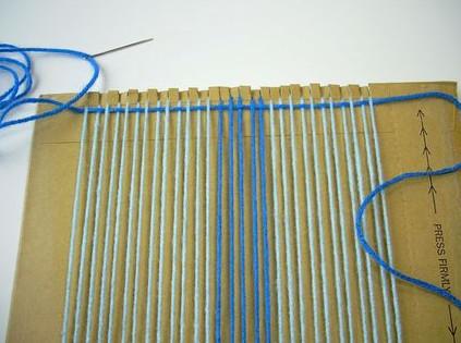 Картон и вилка вместо ткацкого станка. Идея супер! Настольное ткачество!