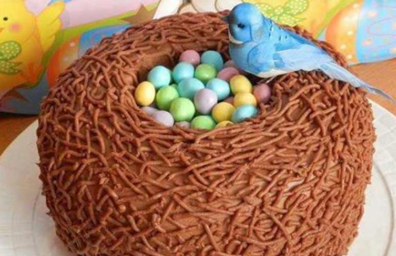 2 яйца, мука, сахар, какао, лимон и несколько кулинарных приемов... Настоящее пасхальное чудо готово!
