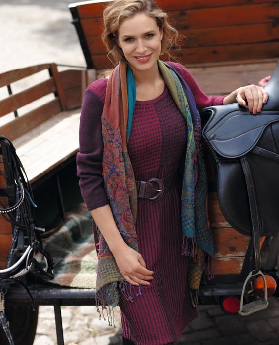 Двуцветное платье с асимметрией спицами... Смотрится очень загадочно!