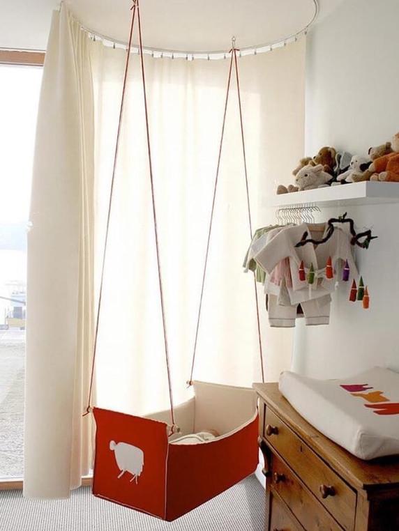 Доченька спит в подвесной люльке, которую я сама сплела! Буду рада любой вашей оценке…