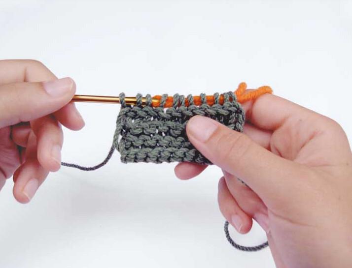 Как вязать гладью в технике нукинг... В данной технике используется специальный крючок с ушком!