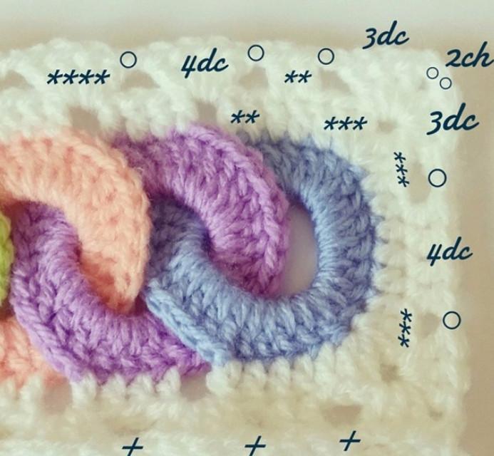 Чудесный детский плед крючком с узором из разноцветных колечек... Яркий и веселый плед для малыша!