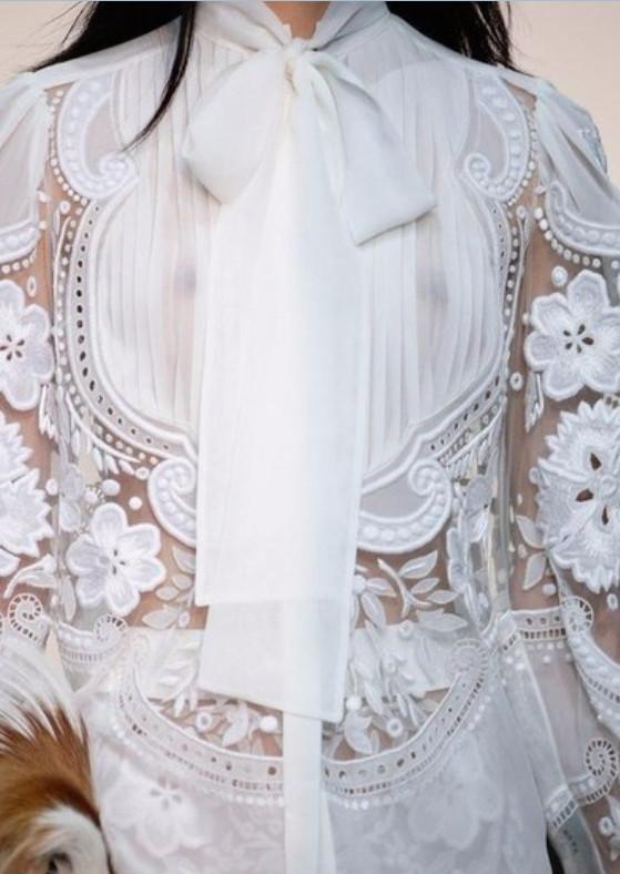 Белая одежда с кружевными вставками... Так одеваются только богини!