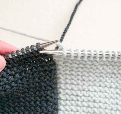 Прямоугольная безрукавка-трансформер: носи как вздумается... Просто, оригинально и очень красиво!