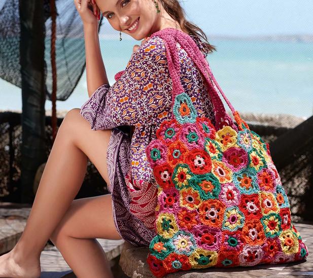 Сумка из цветочных мотивов крючком! Вместительная и яркая сумка пригодится вам и для похода на пляж, и для шоппинга!