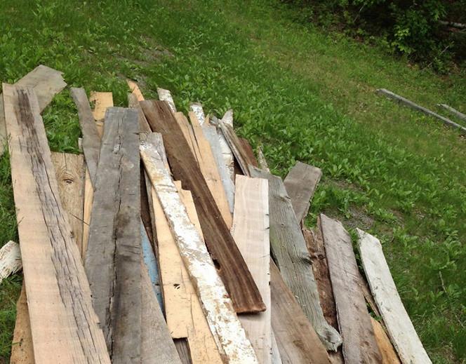 Девушка всё лето собирала старые доски и создала это… Теперь от заказов отбоя нет!