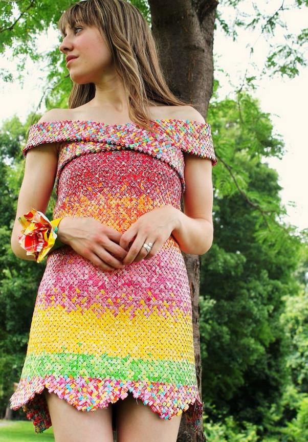 4 года кропотливого труда... Вы никогда не догадаетесь из чего сделано это платье!