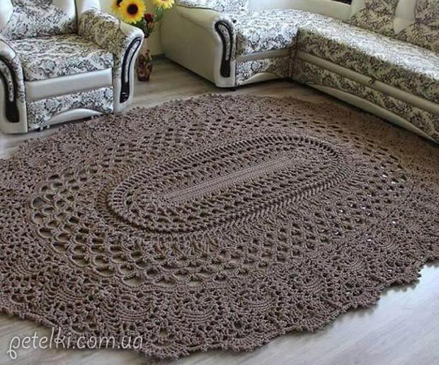 Большой вязаный крючком коврик... Очень оригинально и красиво!