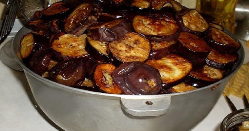 Салат из баклажанов с крекерами... Так и знала, что не дождусь поры баклажанов!
