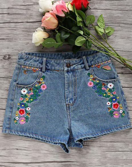 Разнообразный декор джинсов: вышивка, роспись, кружево... Продолжаем собирать идеи!