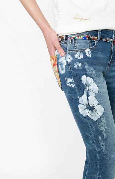 Белая вышивка на джинсах 2