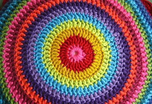 Классный и очень простой коврик крючком... Бегу за нитками!