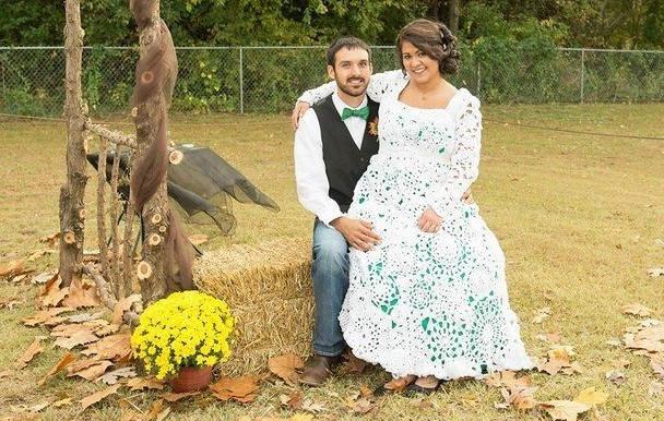 Невеста связала крючком свадебное платье, потратив на это 8 месяцев... Красота да и только!