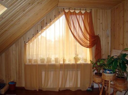 Шторы на мансардное окно со скосом