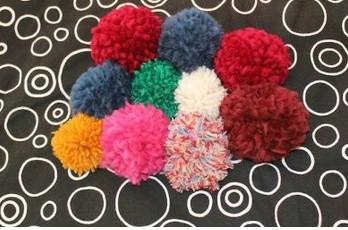 Разноцветный коврик из пушистых помпонов... Я уже начала такой делать, а вы?