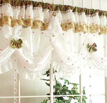 Простые шторы: веселый ситец для кухни... Даже из простой ткани получаются шедевры!