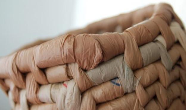 Делаем корзинки и блюда из пластиковых пакетов... Очень много идей + 2 подробных мастер-класса!