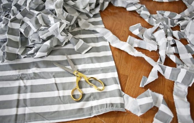Тканый коврик из лоскутков... Как же красиво и просто!