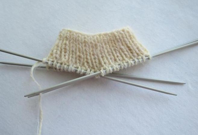 Вяжем шерстяные носки на 5 спицах... Давайте сделаем это не только качественно, но и красиво!
