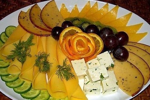 Укрась праздничный стол шикарной нарезкой... Такое оформление гарантированно удивит твоих гостей!