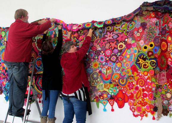 Вязание фриформ, грандиозная совместная работа: 50 Years of Flower Power... Это нечто новое!