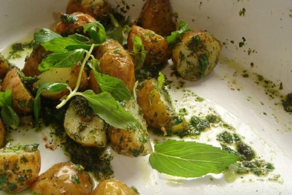 5 потрясающих способов приготовить очень вкусно молодой картофель! Хозяюшкам на заметку...