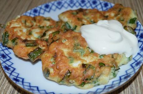 Самые ленивые пирожки с яйцом и зеленым луком! На приготовление ушло 10 минут…
