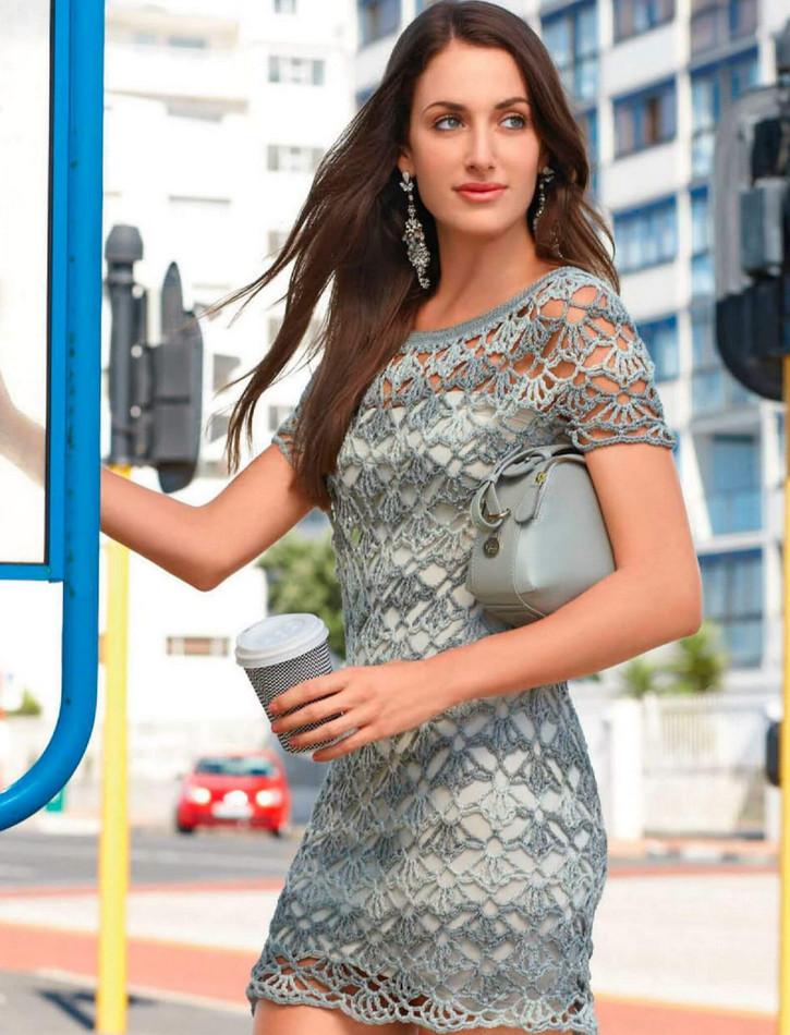 Короткое платье-туника крючком. Крупный кружевной рисунок вяжется крючком просто и быстро!
