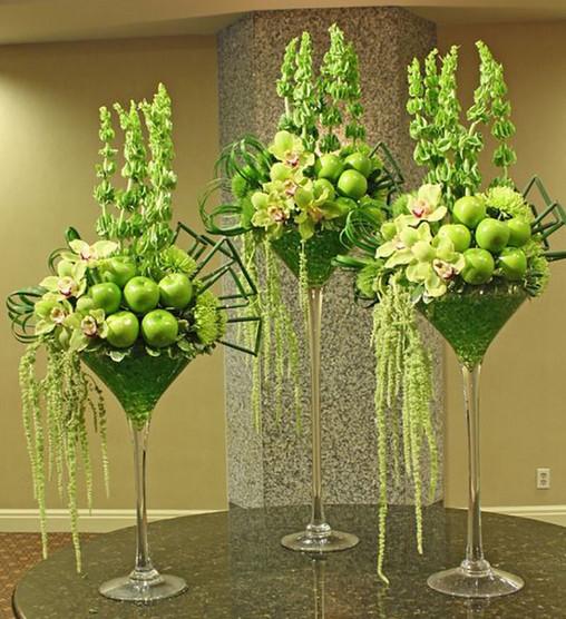 Мастерица взяла в руки стеклянную вазу и немного цветов... Такого эффекта никто не ожидал!