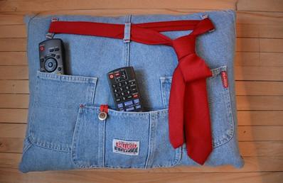 Специально отыскала старые джинсы-варенки, чтобы сделать эту вещь! За 15 минут справилась.
