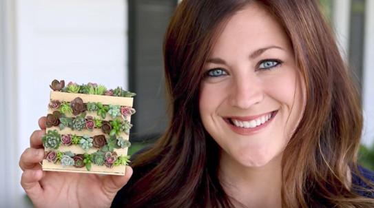 Она научилась делать настольные мини-сады из палочек из под мороженного! О том, как сделать подобное у себя дома, читайте далее...
