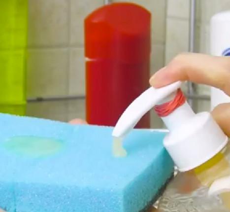 Выдави немножко зубной пасты на губку... Результат превзойдет все ожидания!